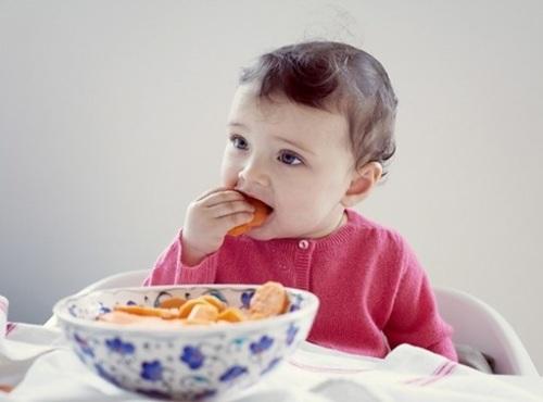 Chế độ dinh dưỡng cho bé 23 tuổi như thế nào là hợp lí