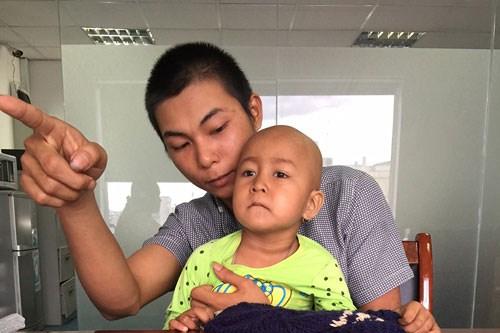 bé gái ung thư gan, xót thương bé phải cát bỏ một phần gan vì ung thư