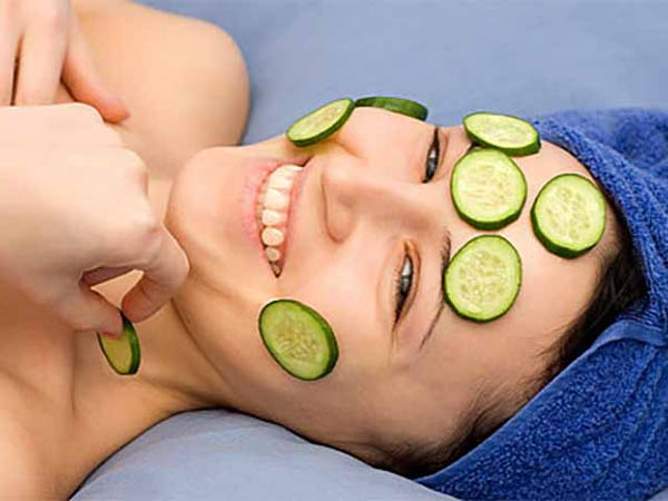 Đắp mặt nạ dưa leo giúp dưỡng da, chống lão hóa