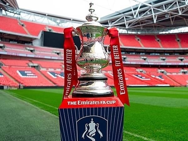 Bóng đá Anh tối 4/5: Chung kết FA Cup lùi đến tháng 8